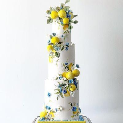 "Julie Rieutort on Instagram: ""@earthandsugar sugar lemons and greens 🍋 #cake #fondant #lemon #handpainted"""